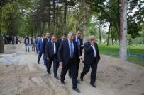 HASSASIYET - Başkan Çelik, Mezarlıkta İnceleme Yaptı