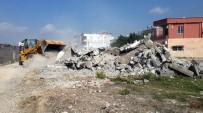 YÜKSEL MUTLU - Akdeniz Belediyesi, Metruk Binaların Yıkımına Devam Ediyor