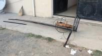 YAZıKONAK - Balkon Demiri Koptu, 2 Kadın Yere Çakıldı