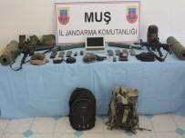 EL BOMBASI - 'Dur' İhtarına Uymayan Araçta Bulunan Terörist Etkisiz Hale Getirildi