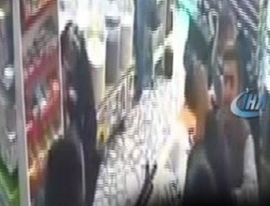 Marketteki silahlı soygunda korkulu gözlerle çocuklarına sarıldı