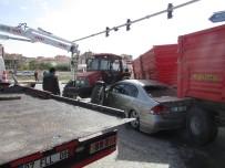 TOPRAK MAHSULLERI OFISI - Sandıklı'da Trafik Kazası, 3 Yaralı
