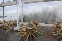 METEOROLOJI - Şiddetli Poyraz Marmara Denizi'nde Ulaşımı Olumsuz Etkiledi