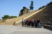 YUNUS EMRE - Yunusemre Belediyesi Misafirlerine Manisa'yı Gezdirdi