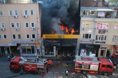 Bursa Uluyol'da dükkan yangını!