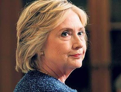 Clinton'ın çıplak heykeli dikildi