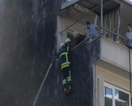 İTFAİYE ERİ - İtfaiye eri çatıdan alevlerin içine düştü