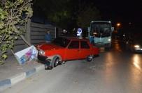 HALK OTOBÜSÜ - Manisa'da Halk Otobüsü İle Otomobil Çarpıştı Açıklaması 2 Yaralı
