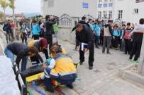 HACI BAYRAM - Minibüsün Çarptığı Öğrenci Yaralandı