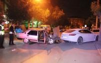 Otomobil Park Halindeki Lüks Araca Çarptı Açıklaması 2 Yaralı