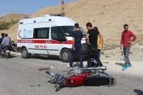 BAHÇECIK - Otomobille Motosiklet Çarpıştı Açıklaması 1 Yaralı