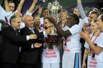 HARUN ERDENAY - Şampiyona Kupayı Bakan Kılıç Verdi
