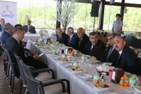 ŞÜKRÜ KARABACAK - Başkan Karabacak, Muhtarla Yemekte Bir Araya Geldi