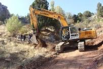 KıZıLPıNAR - Büyükşehir Elmalı Yayla Yollarını Yeniliyor