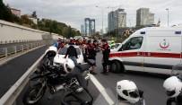 OKMEYDANı - Emniyet Şeridine Giren Otomobil Polislere Çarptı Açıklaması 2 Yaralı