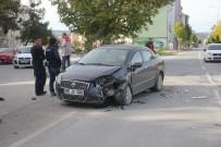 CEVHER DUDAYEV - İki Otomobil Çarpıştı Açıklaması 1 Yaralı
