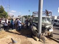 ATATÜRK BULVARI - Kazazedeye Müdahale Etmek İsteyen Stajyer ATT'ye Otomobil Çarptı