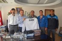 MURAT GÜVEN - Kula Masterlar Futbol Derneği'nden Kaymakam Güven'e Ziyaret