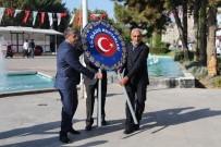 ÖĞRETMENEVI - Muhtarlar Atatürk Anıtı'na Çelenk Bıraktı