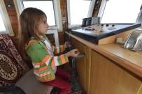 İNCİ KEFALİ - Yaşıtları Oyuncaklarla Oynarken O Tekne Kullanıyor