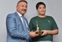 BURHANETTIN KOCAMAZ - Satrançta Avrupa İkincisi Özenir, Yılın En'leri Ödülünü Aldı