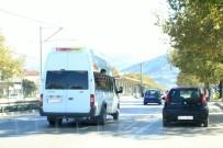 ESENTEPE - Trafikte Camdan Sarkan Çocuğun Tehlikeli Oyunu