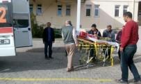 İSLAMOĞLU - Traktörün Altında Kalan Genç Yaralandı