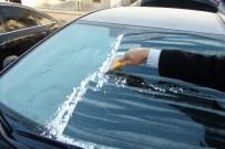 KIŞ MEVSİMİ - Yozgat'ta Araçların Camları Buz Tuttu