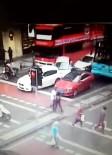 MECIDIYEKÖY - Şoförü fenalaşan halk otobüsü araçları böyle biçti