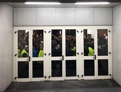 Beşiktaşlı taraftarlar Napoli stadında mahsur kaldı