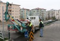 TRAFİK LEVHASI - Büyükşehir Yol Güvenliği İçin Son Teknolojiyi Kullanıyor
