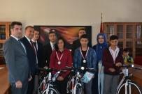 DİZÜSTÜ BİLGİSAYAR - Dereceye Giren Öğrencilere Ödülleri Verildi