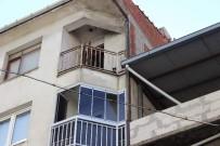 SOKAK KEDİSİ - Evde 10 Gün Boyunca Mahsur Kalan Kedi Kurtarıldı