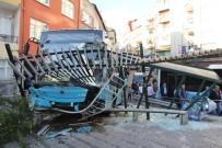 HALK OTOBÜSÜ - Freni Boşalan Otobüs Oyun Parkına Girdi