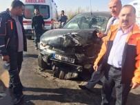 KÜMBET - Muş'ta Trafik Kazası Açıklaması 5 Yaralı