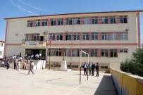 ÇÖKME TEHLİKESİ - Okulun Duvarı Sağlam Çıktı
