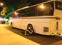 ORGANİZE SANAYİ BÖLGESİ - Otobüsün Altına Giren Kedi Kurtarıldı