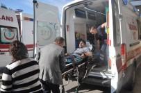YANGINA MÜDAHALE - Sobadan Çıkan Kıvılcım Evi Kül Etti Açıklaması 2 Yaralı