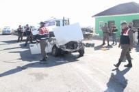 BOZOK ÜNIVERSITESI - Trafik Polislerine Otomobil Çarptı Açıklaması 2 Yaralı