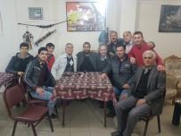 YENIKENT - Yıldız Oyuncuyu Kahvehanede Karşılarında Gören Vatandaşlar Dondu Kaldı