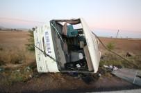 YOLCU MİDİBÜSÜ - Yolcu Midibüsü Devrildi Açıklaması 27 Yaralı