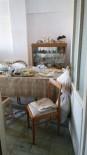 OLAY YERİ İNCELEME - Alzaymır Hastası Yaşlı Kadının Çürümüş Cesedi Kahvaltı Sofrasında Bulundu