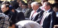BAŞBAKAN - Başbakan Cuma Namazını Bahçede Kıldı