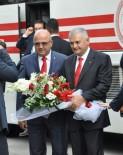 BASIN MENSUPLARI - Başbakan Yıldırım, Basın Mensuplarının '21 Ekim Dünya Gazeteciler Gününü' Kutladı, Hatıra Fotoğrafı Çektirdi