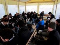 İNSAN KAÇAKÇILIĞI - İtalya'ya Kaçmaya Çalışan 51 Göçmen İzmir'de Yakalandı