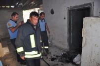 YANGINA MÜDAHALE - Milas'ta Terk Edilmiş Evdeki Yangın Mahalleliyi Tedirgin Etti