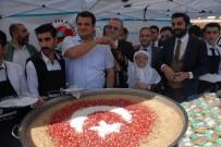 KERBELA - Sur'da 5 Bin Kişiye Türk Bayrağı İle Süslenmiş Aşure Dağıtıldı