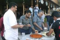 PROTESTO - Yoğun Güvenlik Önemlerine Kızdı, Bütün Yemekleri Bedava Dağıttı