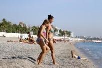 SOSYAL PAYLAŞIM - Antalya'da 27 Derecede Deniz Keyfi