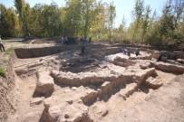 ARKEOLOJİK KAZI - Bin 400 Yıllık Taban Mozaiği Çıkan Kazı Alanında Çalışmalar Sürüyor
